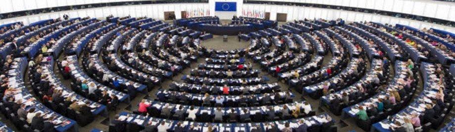 Euroopan-parlamentti-täysistuntosalissa