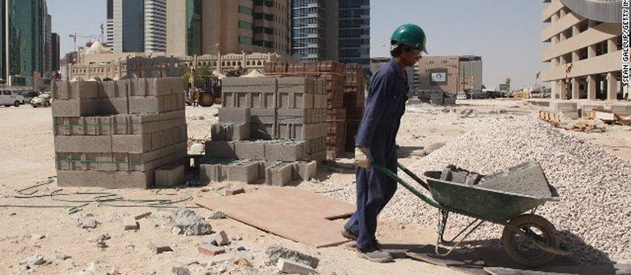 130418164457 لكرة القدم في قطر-العالم-كوب العمال 2-أفقي معرض