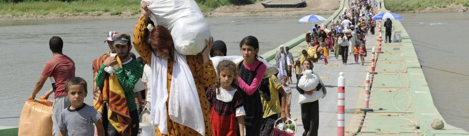 displaced_iraqi_yazidis_cross_the_tigris_from_syria_into_iraq_1