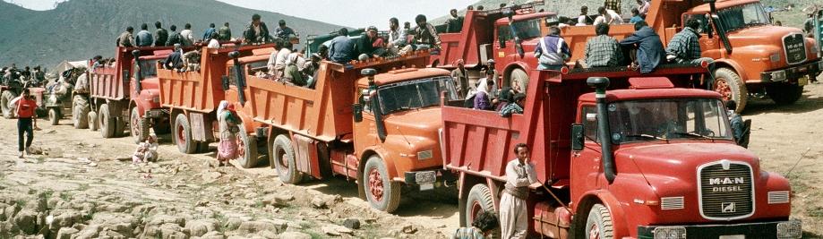 Kurdish_refugees_travel_by_truck,_Turkey,_1991