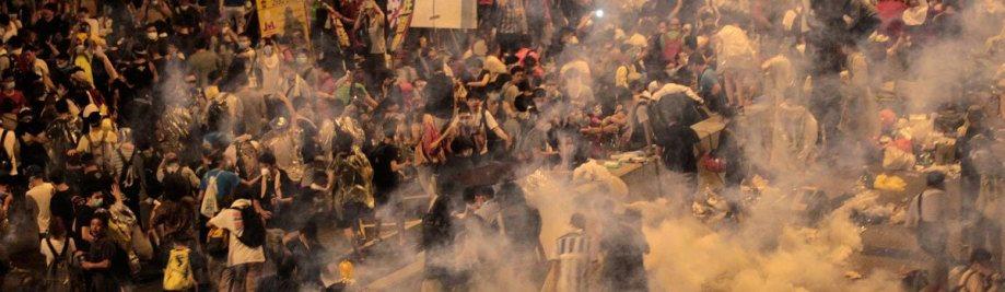 Хонконг-сълзотворен газ тълпа