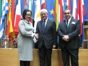 Poslanec Evropskega parlamenta Heinz Becker sreča družino in prijatelje Kokoreva