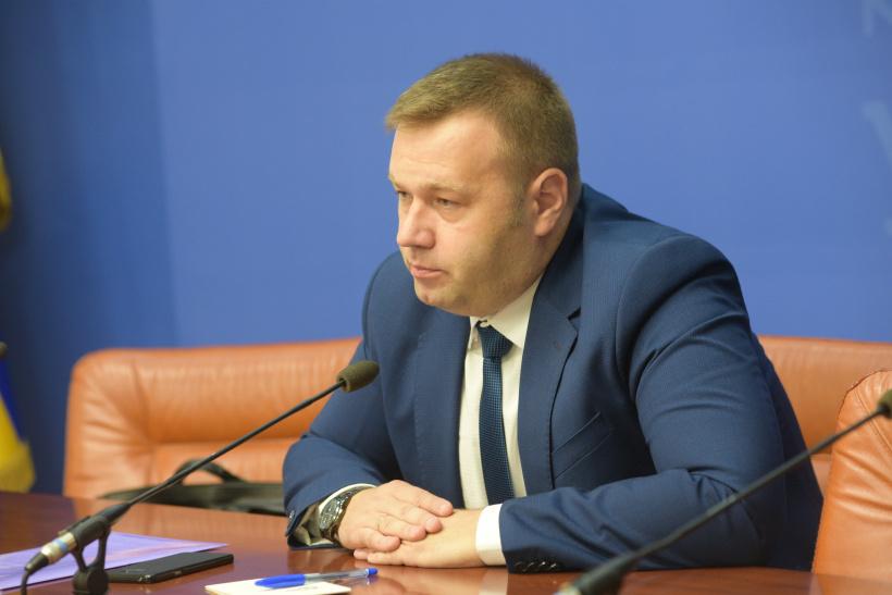 Os manifestantes afirman que Oleksiy Orzhel publicou novas falsas no sitio web do Ministerio