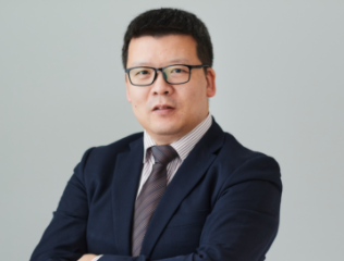Dr Cao Hui is die hoof van Huawei se beleid om aktiwiteite in Europa te bemark.